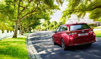 Toyota Auris Hybrid Tourer full